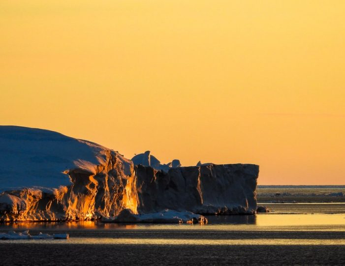 experience-winter-in-the-arctic-uummannaq-ilulissat-from-iceland-day-Guide to Greenland18