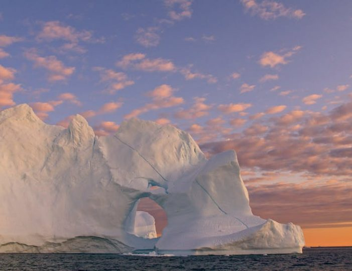 experience-winter-in-the-arctic-uummannaq-ilulissat-from-iceland-day-Guide to Greenland2