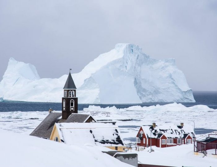 experience-winter-in-the-arctic-uummannaq-ilulissat-from-iceland-day-Guide to Greenland3
