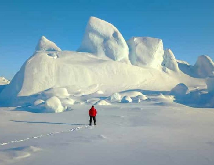 experience-winter-in-the-arctic-uummannaq-ilulissat-from-iceland-day-Guide to Greenland4