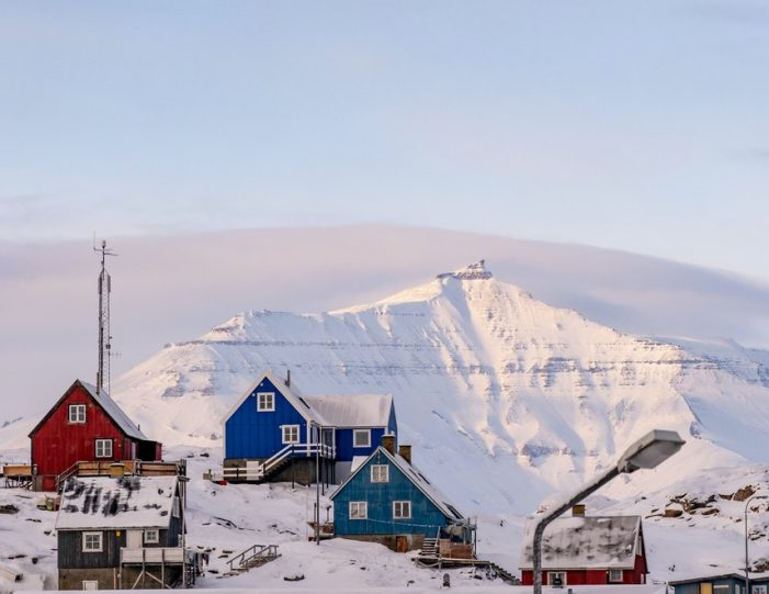 experience-winter-in-the-arctic-uummannaq-ilulissat-from-iceland-day-Guide to Greenland7