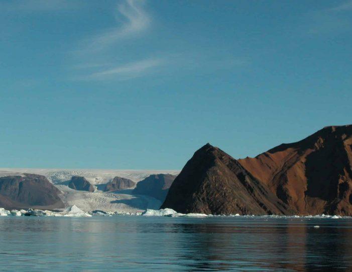 follow-an-inuit-hunter-under-the-midnight-sun-qaanaaq - Guide to Greenland1