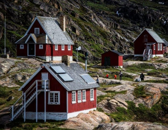 ghost-village-boat-cruise-sisimiut-west-greenland - Guide to Greenland1