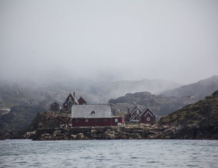 ghost-village-boat-cruise-sisimiut-west-greenland - Guide to Greenland13