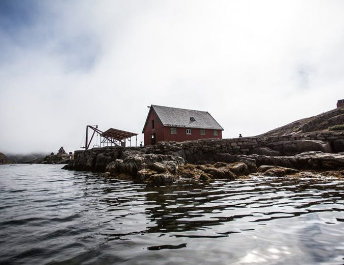 ghost-village-boat-cruise-sisimiut-west-greenland - Guide to Greenland2