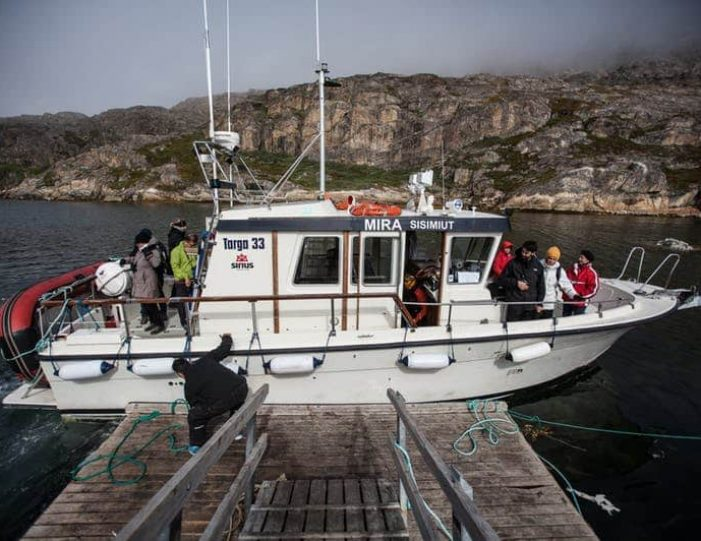 ghost-village-boat-cruise-sisimiut-west-greenland - Guide to Greenland3