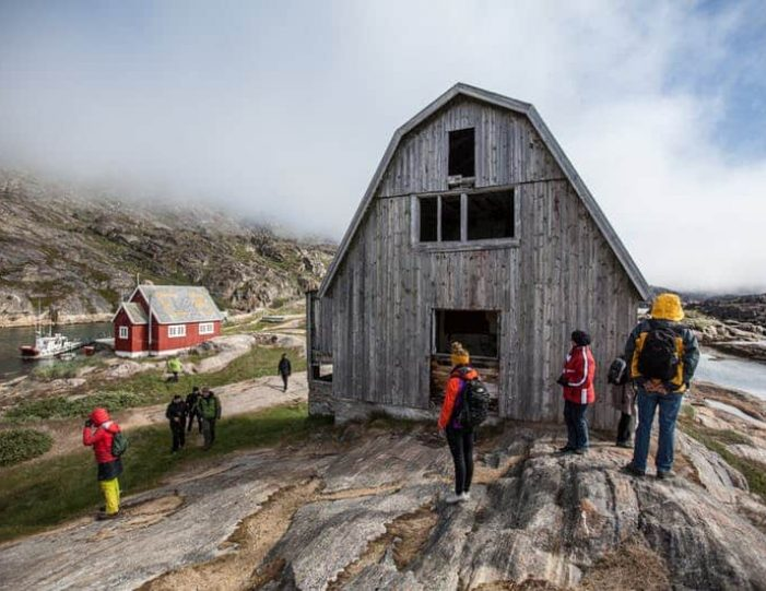 ghost-village-boat-cruise-sisimiut-west-greenland - Guide to Greenland4
