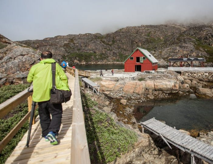 ghost-village-boat-cruise-sisimiut-west-greenland - Guide to Greenland6