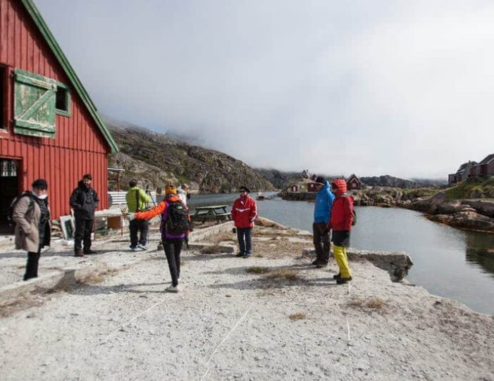ghost-village-boat-cruise-sisimiut-west-greenland - Guide to Greenland7