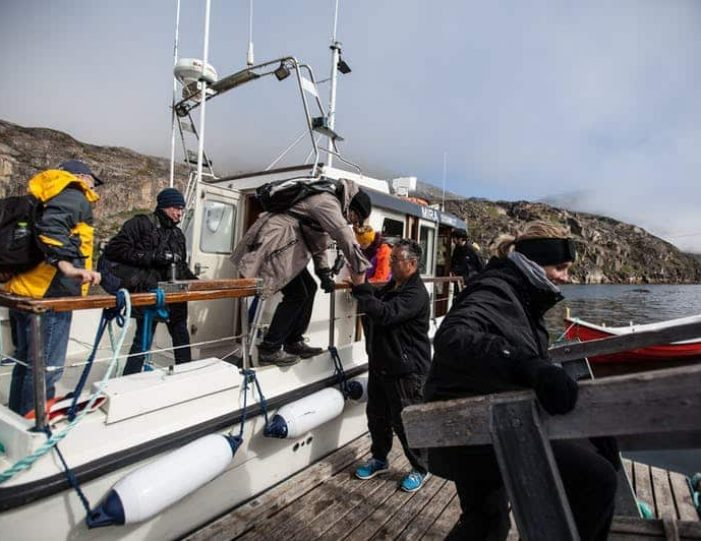 ghost-village-boat-cruise-sisimiut-west-greenland - Guide to Greenland9