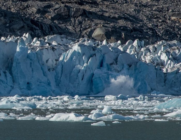 glacier-camping-midnight-sun-expedition-east-greenland-Guide to Greenland1