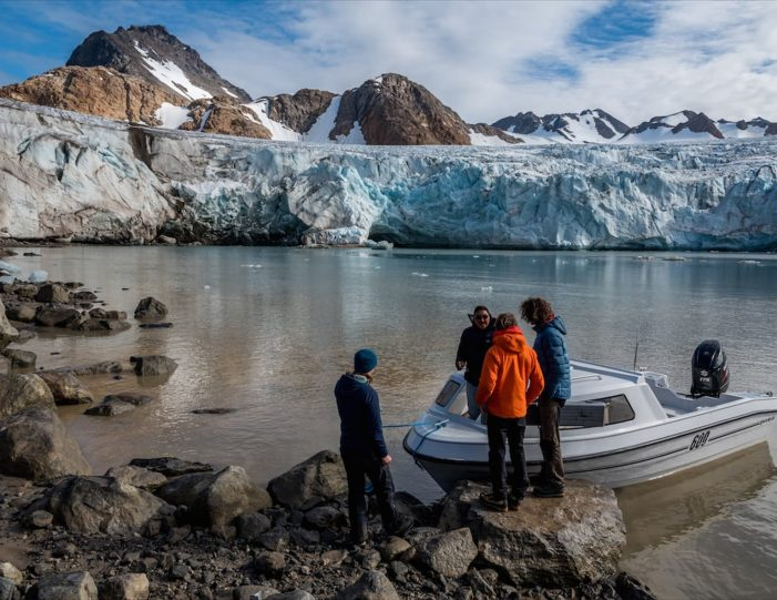 glacier-camping-midnight-sun-expedition-east-greenland-Guide to Greenland3