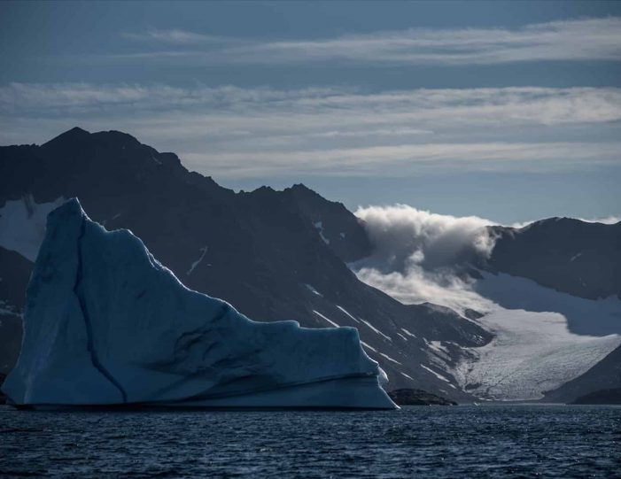 glacier-camping-midnight-sun-expedition-east-greenland-Guide to Greenland5