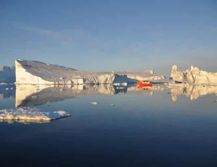 highlights-of-iceland-west-greenland-8-days-day-Guide to Greenland17