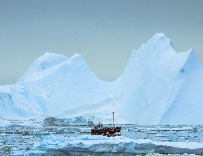 highlights-of-the-arctic-winter-in-5-days-ilulissat-disko-bay-Guide to Greenland10