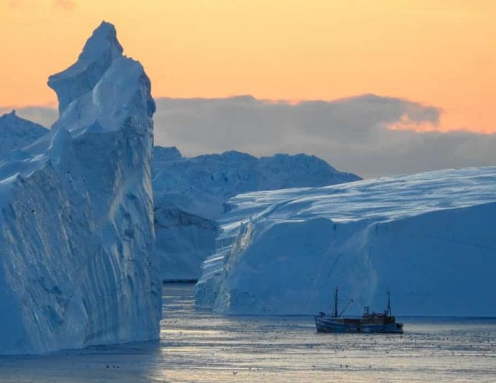 highlights-of-the-arctic-winter-in-5-days-ilulissat-disko-bay-Guide to Greenland2
