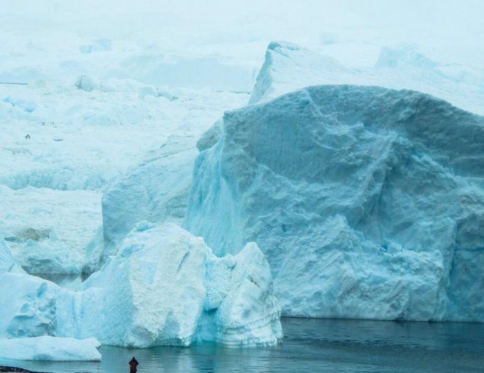 hike-along-the-icefjord-ilulissat-disko-bay-Guide to Greenland (2)