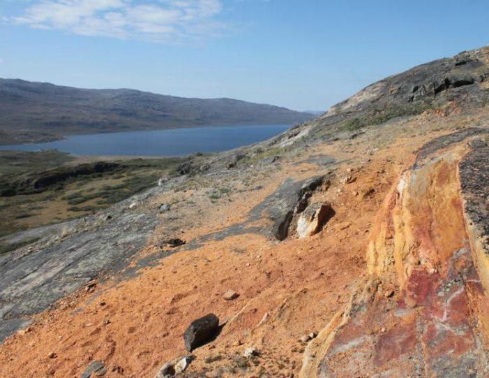 hike-to-garnet-rock-kangerlussuaq-west-greenland-guide to greenland (14)