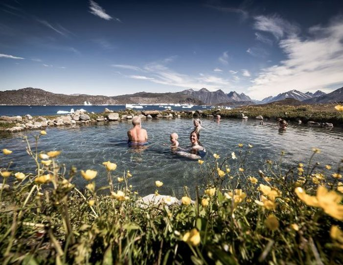 hot-spring-uunartoq-by-helicopter-qaqortoq-south-greenland - Guide to Greenland9