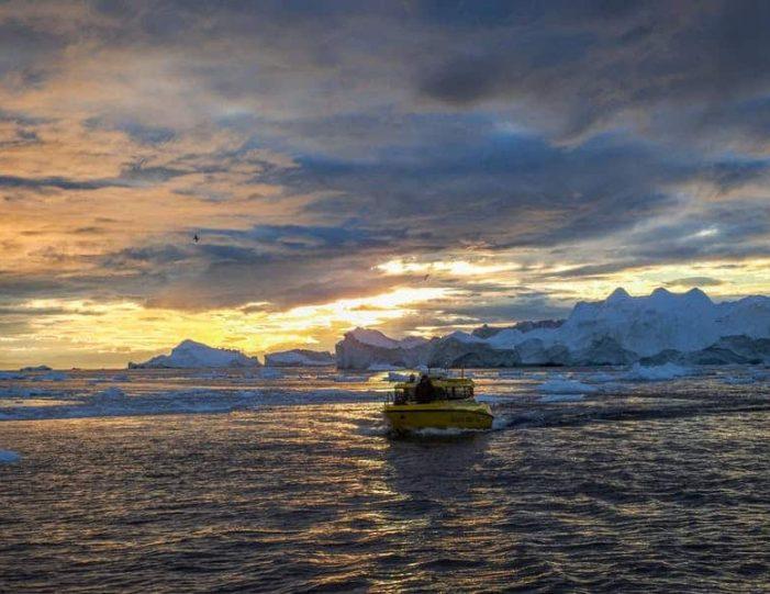 iceberg-classic-ilulissat-disko-bay-6 - Guide to Greenland (4)