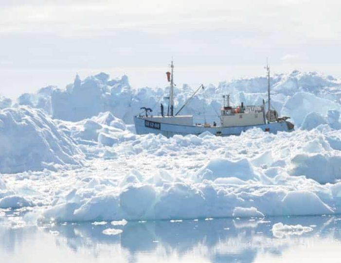 iceberg-classic-ilulissat-disko-bay-6 - Guide to Greenland (5)
