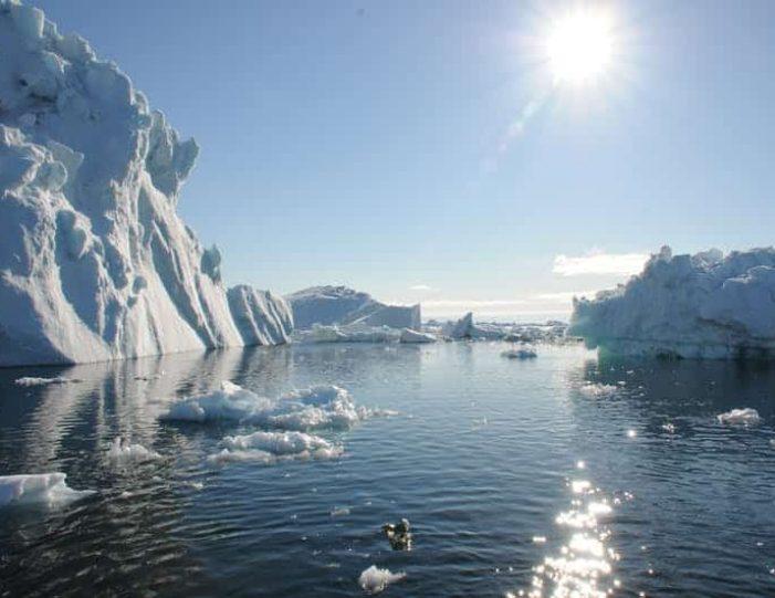 iceberg-classic-ilulissat-disko-bay-6 - Guide to Greenland (6)