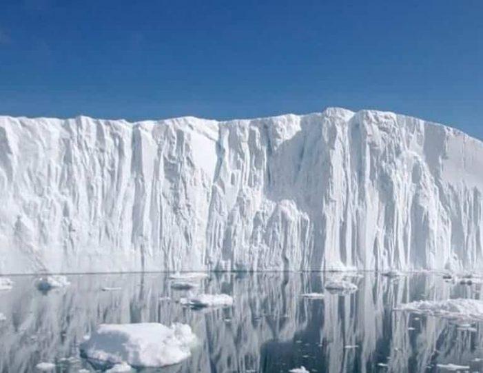 iceberg-safari-ilulissat-disko-bay - Guide to Greenland (1)