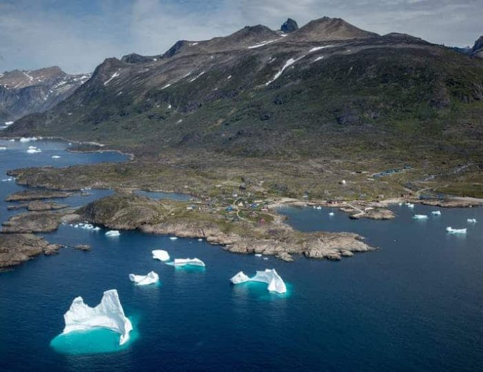 icebergs-and-summit-view-by-helicopter-qaqortoq-south-greenland-8 - Guide to Greenland (2)