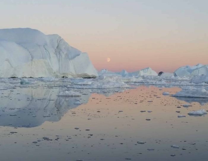 ilimanaq-settlement-visit-private-tour-ilulissat-disko-bay-Guide to Greenland7