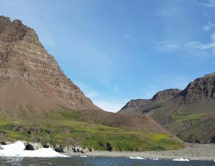 kuannit-hike-qeqertarsuaq-disko-bay - Guide to Greenland (11)