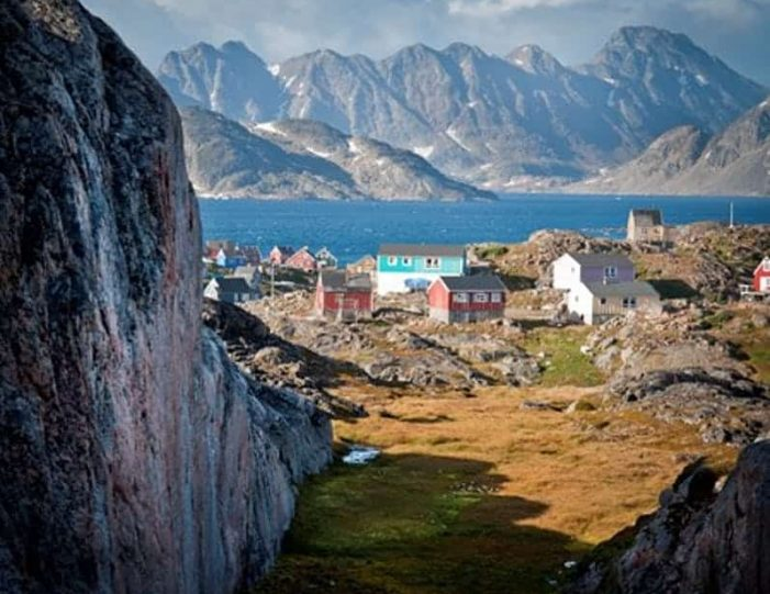 kulusuk-classic-daytour-east-greenland - Guide to Greenland (5)