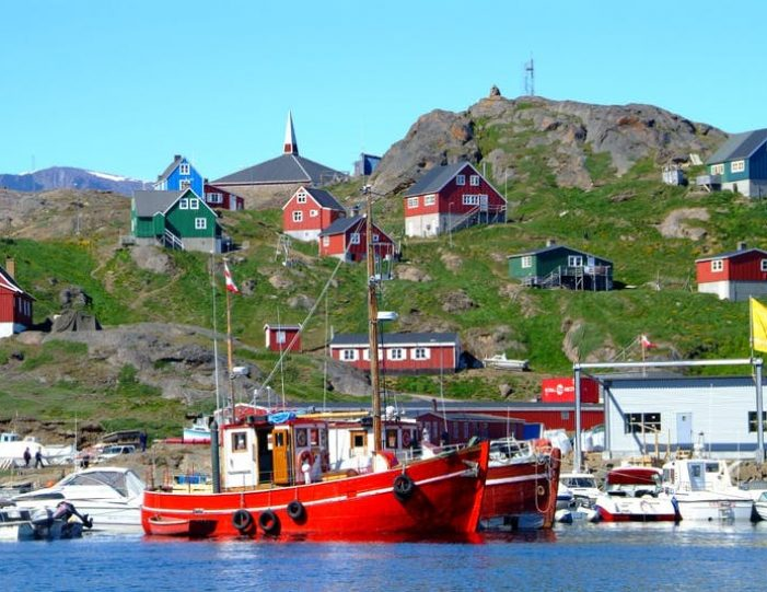 land-of-colorful-icebergs-tasiilaq-east-greenland-Guide to Greenland10