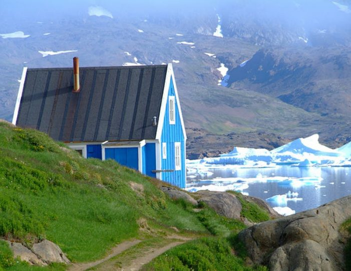 land-of-colorful-icebergs-tasiilaq-east-greenland-Guide to Greenland5