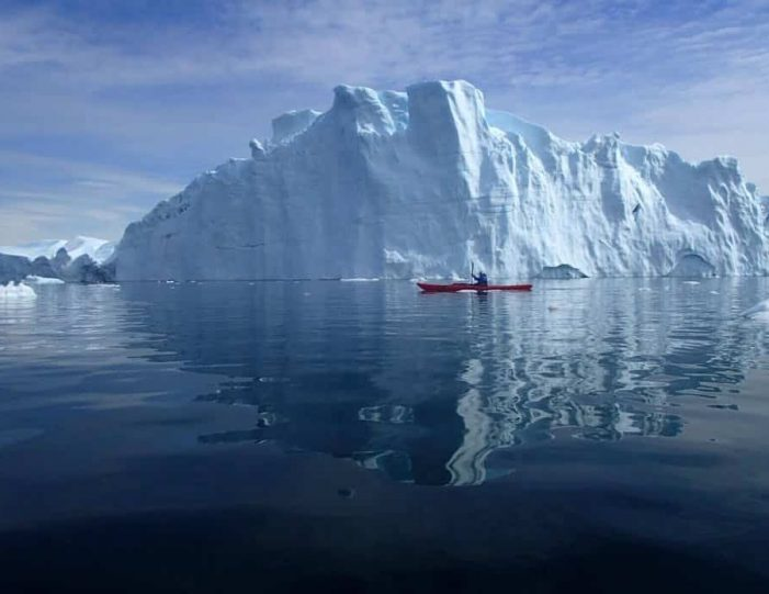 morning-kayak-among-icebergs-ilulissat-disko-bay - Guide to Greenland (7)