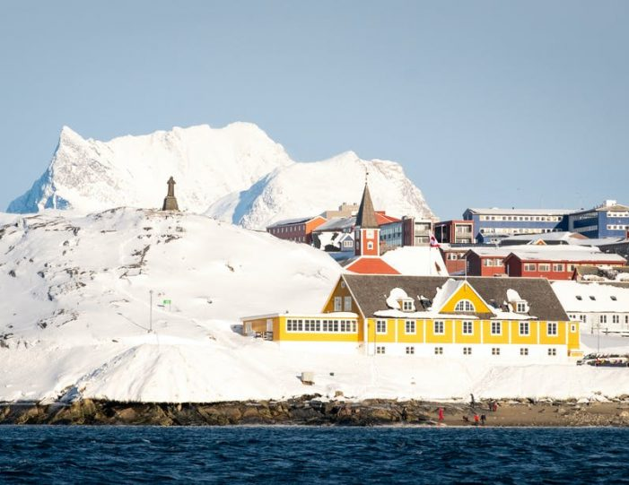 northern-lights-tour-3-day-vacation-package-nuuk-greenland-Guide to Greenland10
