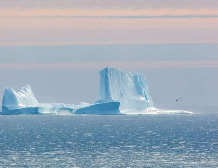 northwest-greenland-in-autumn-icebergs-glaciers-and-inuit-settlements-Guide to Greenland13