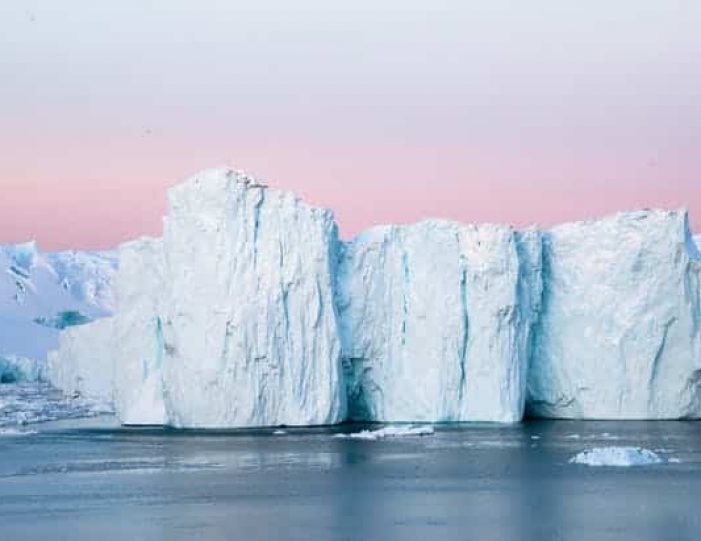 northwest-greenland-in-autumn-icebergs-glaciers-and-inuit-settlements-Guide to Greenland4