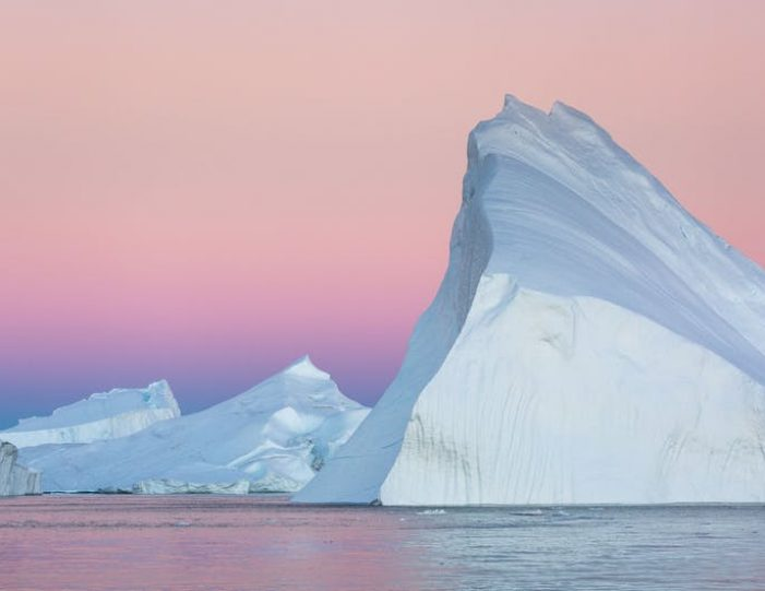 northwest-greenland-in-autumn-icebergs-glaciers-and-inuit-settlements-Guide to Greenland6