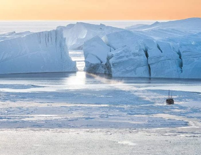 northwest-greenland-in-autumn-icebergs-glaciers-and-inuit-settlements-Guide to Greenland9