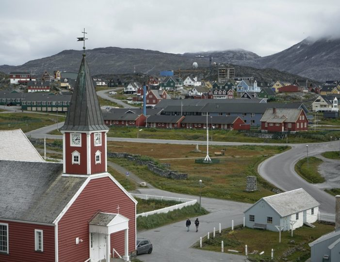 nuuk-the-worlds-smallest-capital-4-day-package-tour-from-iceland-to-greenland-day-Guide to Greenland10