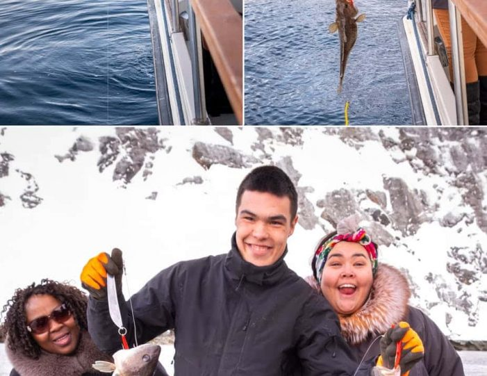 passengers-catching-fish-on-a-nuuk-fjord-boat-tour - Guide to Greenland