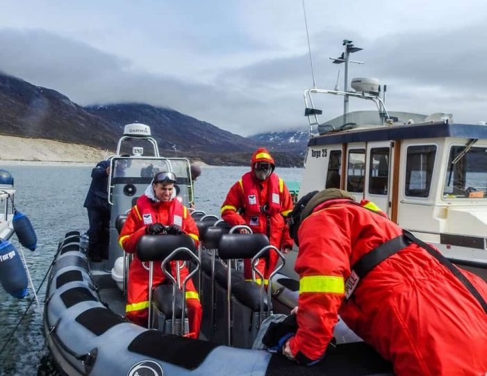 pay-by-the-hour-power-boat-i-nuuk - Guide to Greenland10