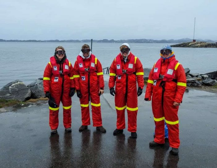pay-by-the-hour-power-boat-i-nuuk - Guide to Greenland13
