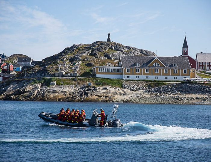 pay-by-the-hour-power-boat-i-nuuk - Guide to Greenland16