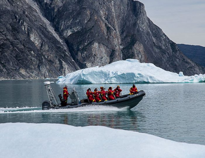 pay-by-the-hour-power-boat-i-nuuk - Guide to Greenland2