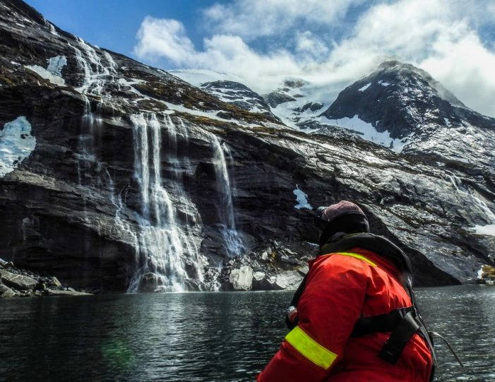 pay-by-the-hour-power-boat-i-nuuk - Guide to Greenland3