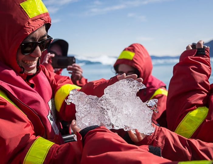 pay-by-the-hour-power-boat-i-nuuk - Guide to Greenland4