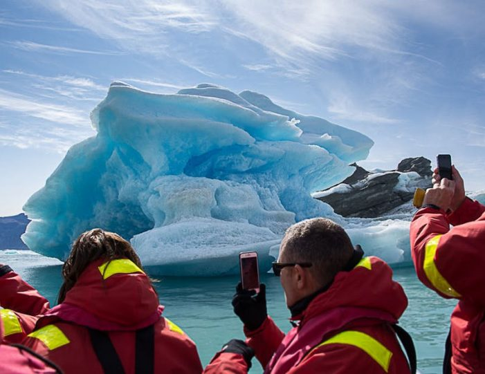 pay-by-the-hour-power-boat-i-nuuk - Guide to Greenland5
