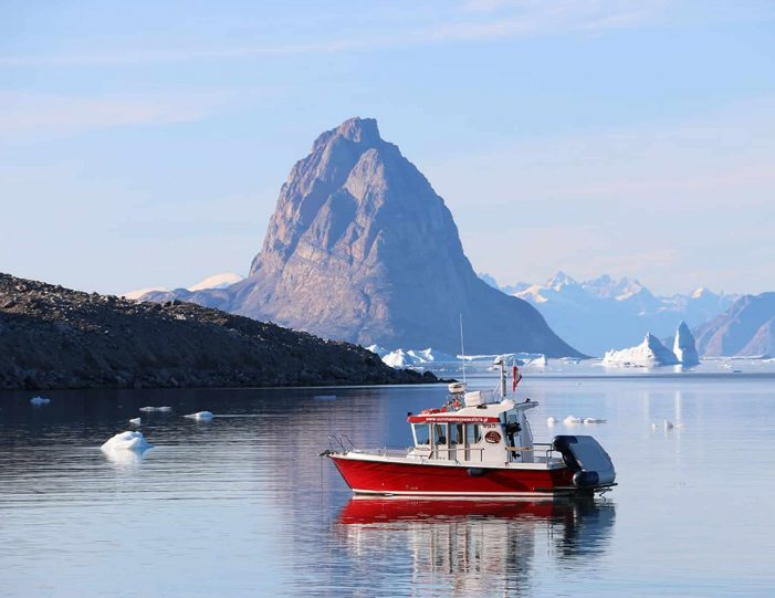 private-glacier-and-settlement-tour-uummannaq-north-greenland-Guide to Greenland4