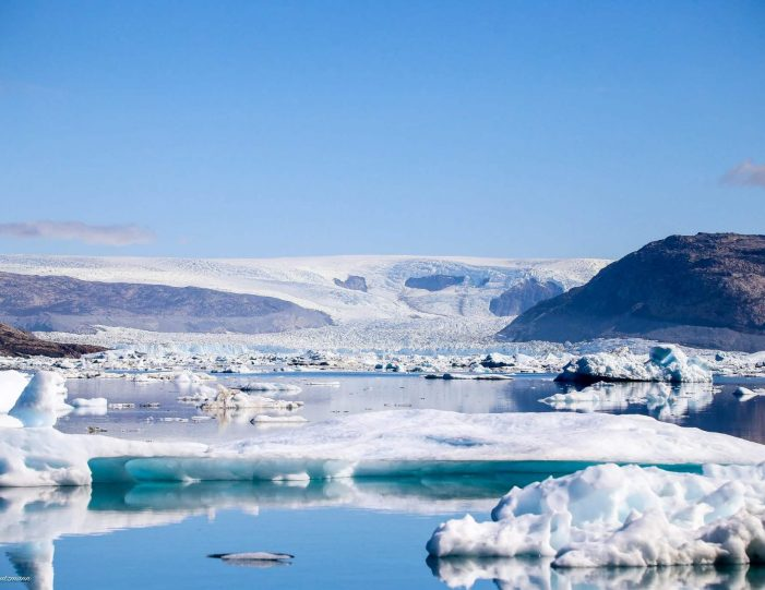 private-glacier-and-settlement-tour-uummannaq-north-greenland-Guide to Greenland7